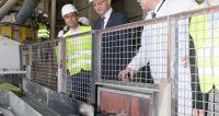 Landeshauptmann besucht Kirchdorfer Zementwerk am Tag der Arbeit. Foto: (c) FOTOKERSCHI.AT/KERSCHBAUMMAYR